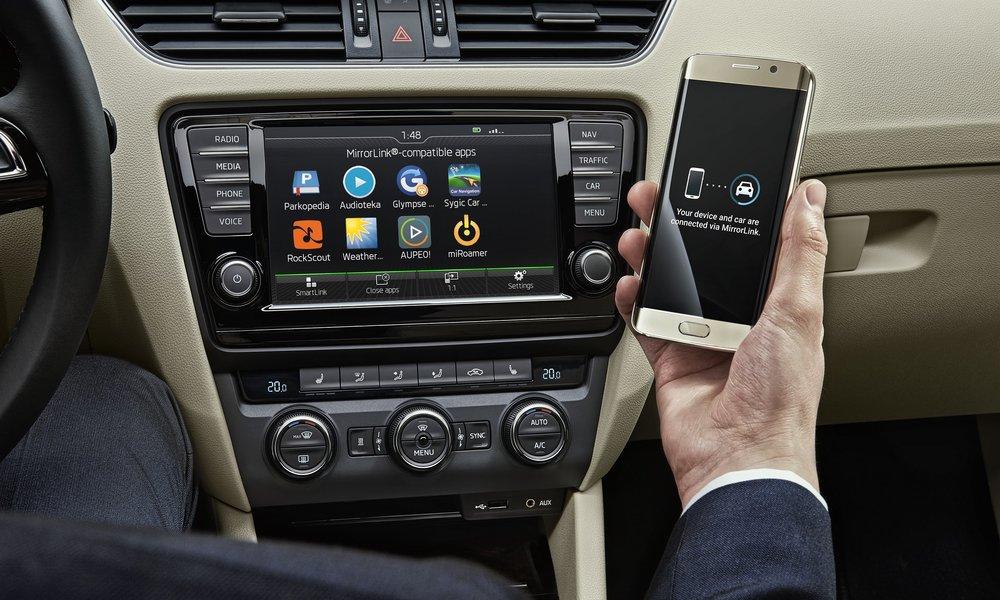 be45f20de MWC 2016: ŠKODA predstavuje Wireless MirrorLink - bezdrôtový prenos dát zo  smartfónu