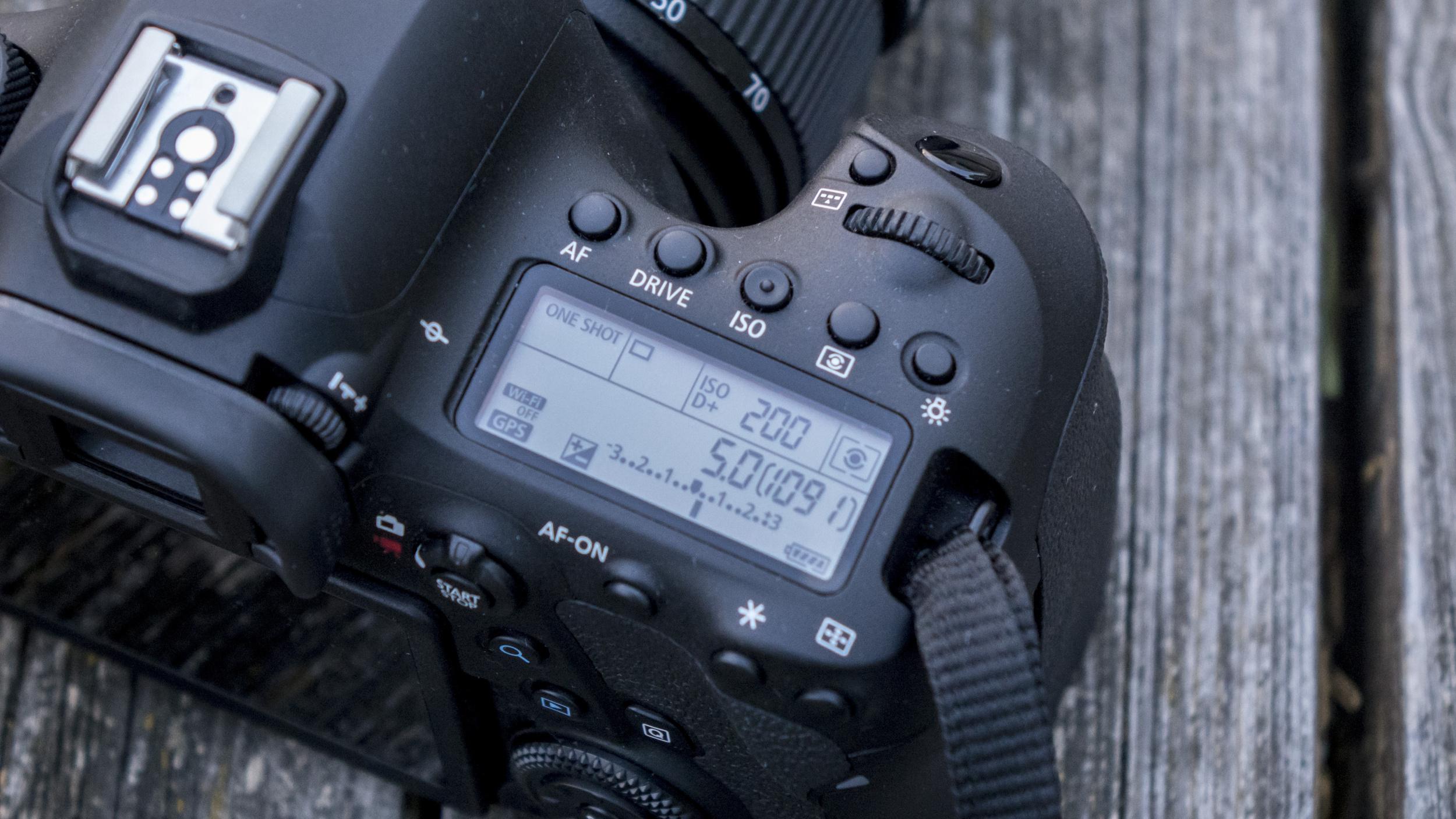 EOS 6D mark II rovnako ako jeho predchodca mieri predovšetkým k fotografom 28cf4c3eca1