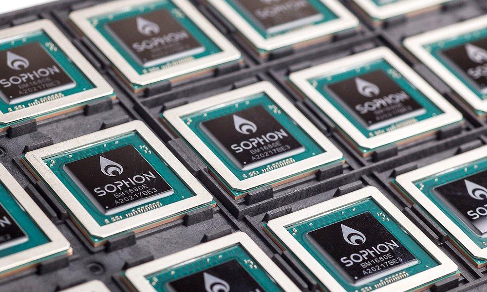 Významný hráč v oblasti bitcoinovej technológie predstavil čipy a počítače  pre umelú inteligenciu 2df45d43a09