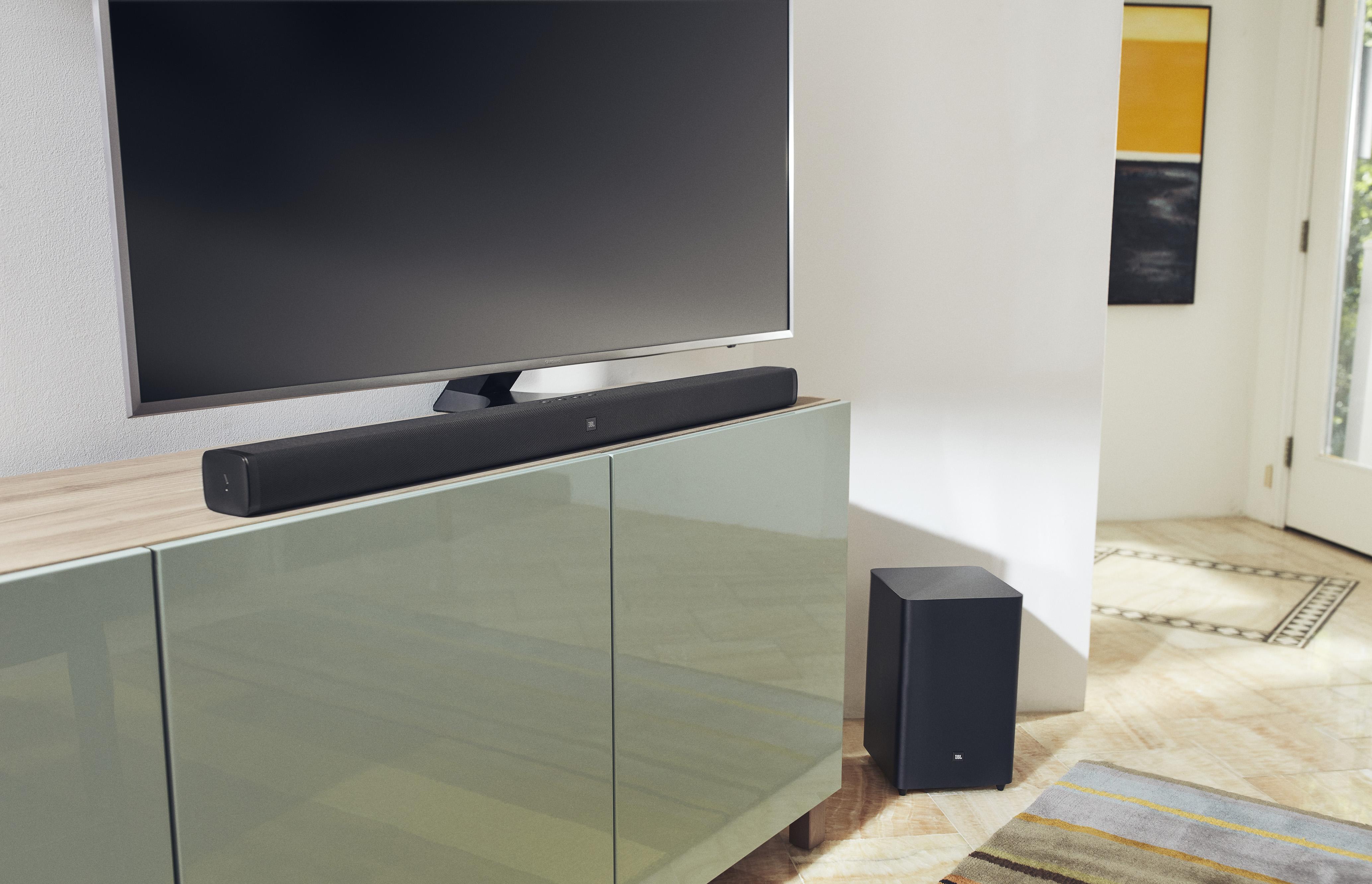 Priestranné izby sú vybavené bezplatným Wi-Fi pripojením na internet a TV s plochou.