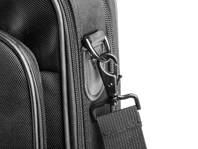 c1b8f60499a90 Taška Natec Boxer je vyrobená z materiálu s označením Nylon 1680D, ktorý sa  prezýva balistický nylón a vyznačuje sa vysokou odolnosťou. Vysoké nároky na  ...