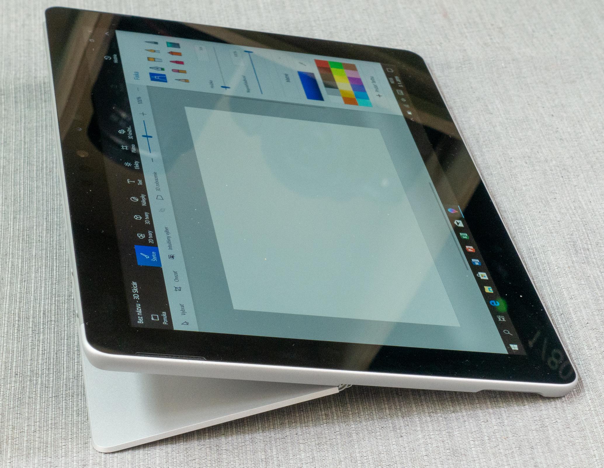 07e7c1b86da9 V krajnej polohe môžete tablet použiť v takzvanom štúdiovom móde