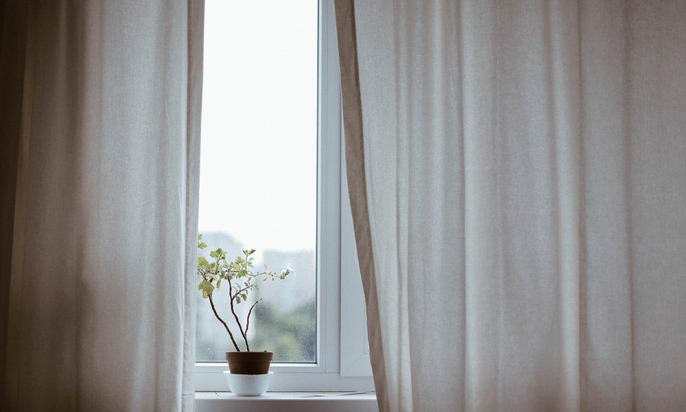 f9370702c IKEA vytvorila špeciálnu záclonu, ktorá dokáže vyčistiť vzduch vo vašej  domácnosti
